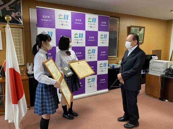 演劇部が立川市長に報告